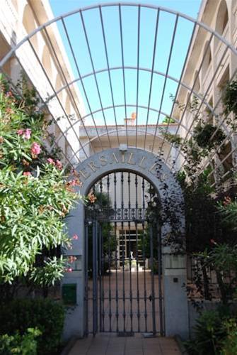 Apartamentos Zeus Versailles