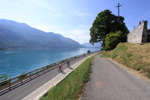Entre Lac Et Montagnes