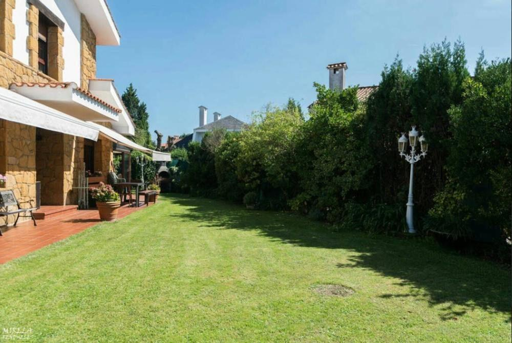 House With 3 Bedrooms in Gijón, With Pool Access,