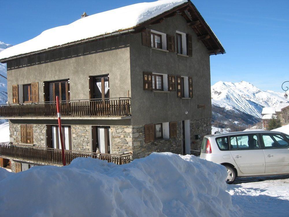 Génépi 3 a Spacious, 1-bedroom Apartment Located i