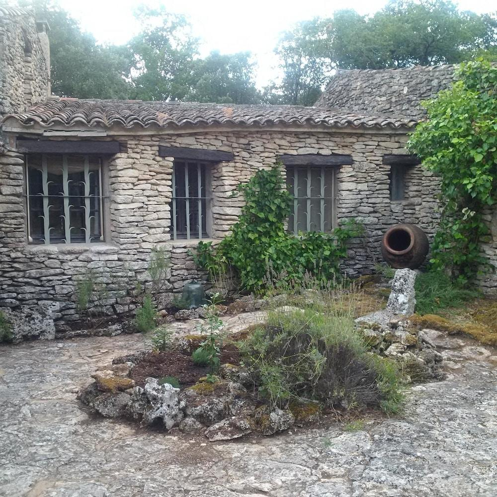Studio In Bonnieux, With Enclosed Garden