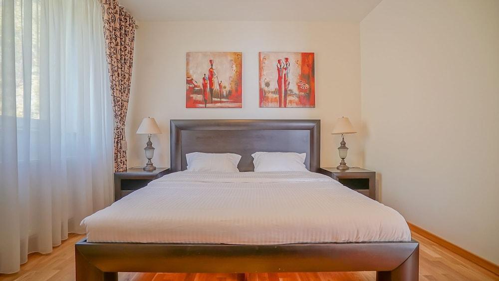 Cn2i Luxury Accommodation Gm