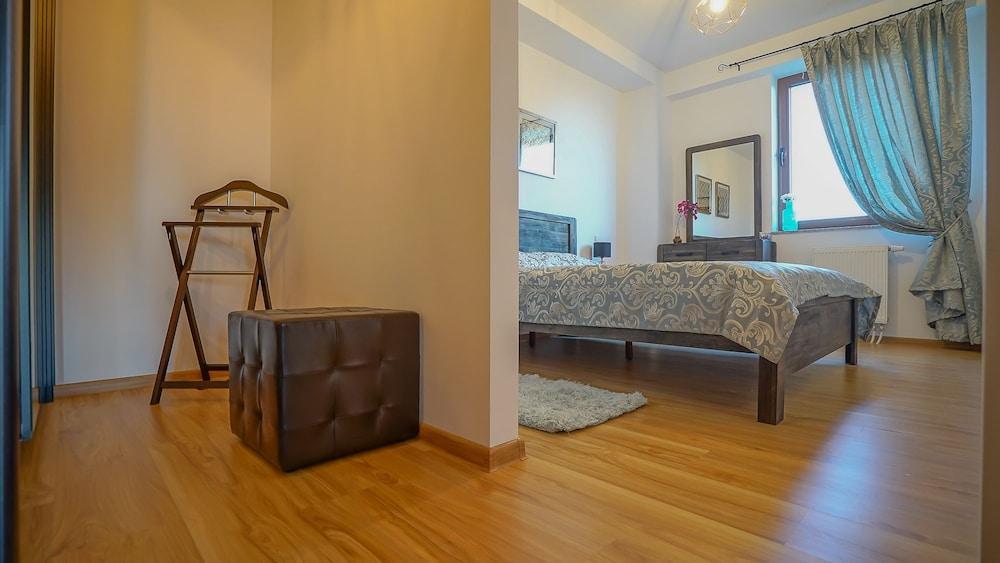 Cn2i Luxury Accommodation/Seasons