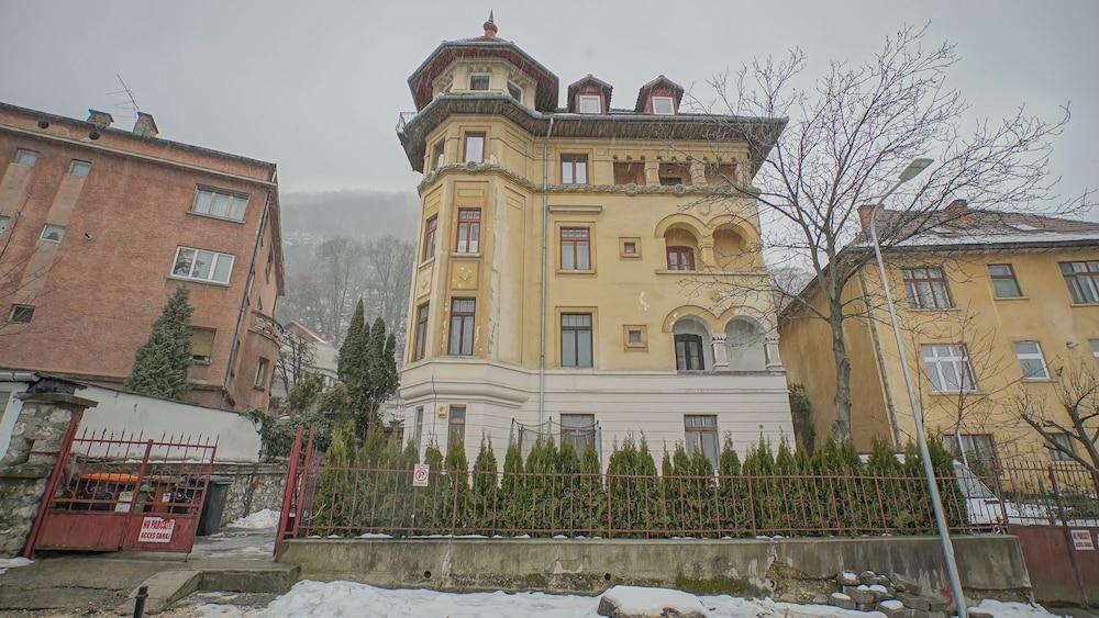 Cn2i Luxury Accommodation Pictor Pop