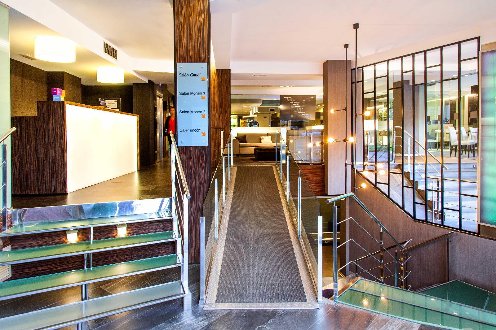 3. Hotel Plaza
