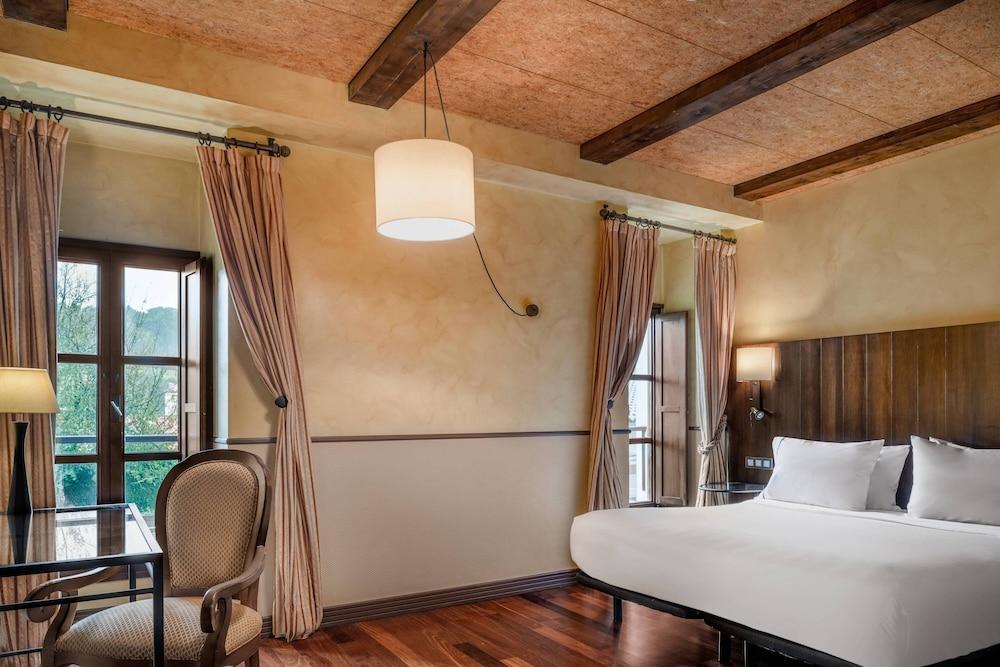 13. Ac Hotel Palacio Del Carmen Autograph Collection