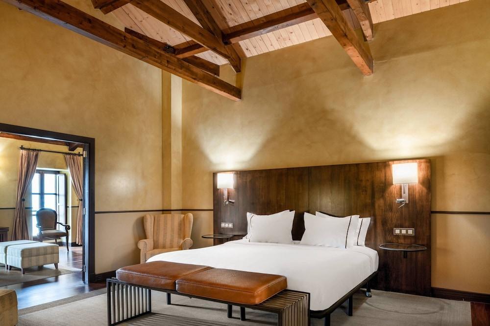 11. Ac Hotel Palacio Del Carmen Autograph Collection