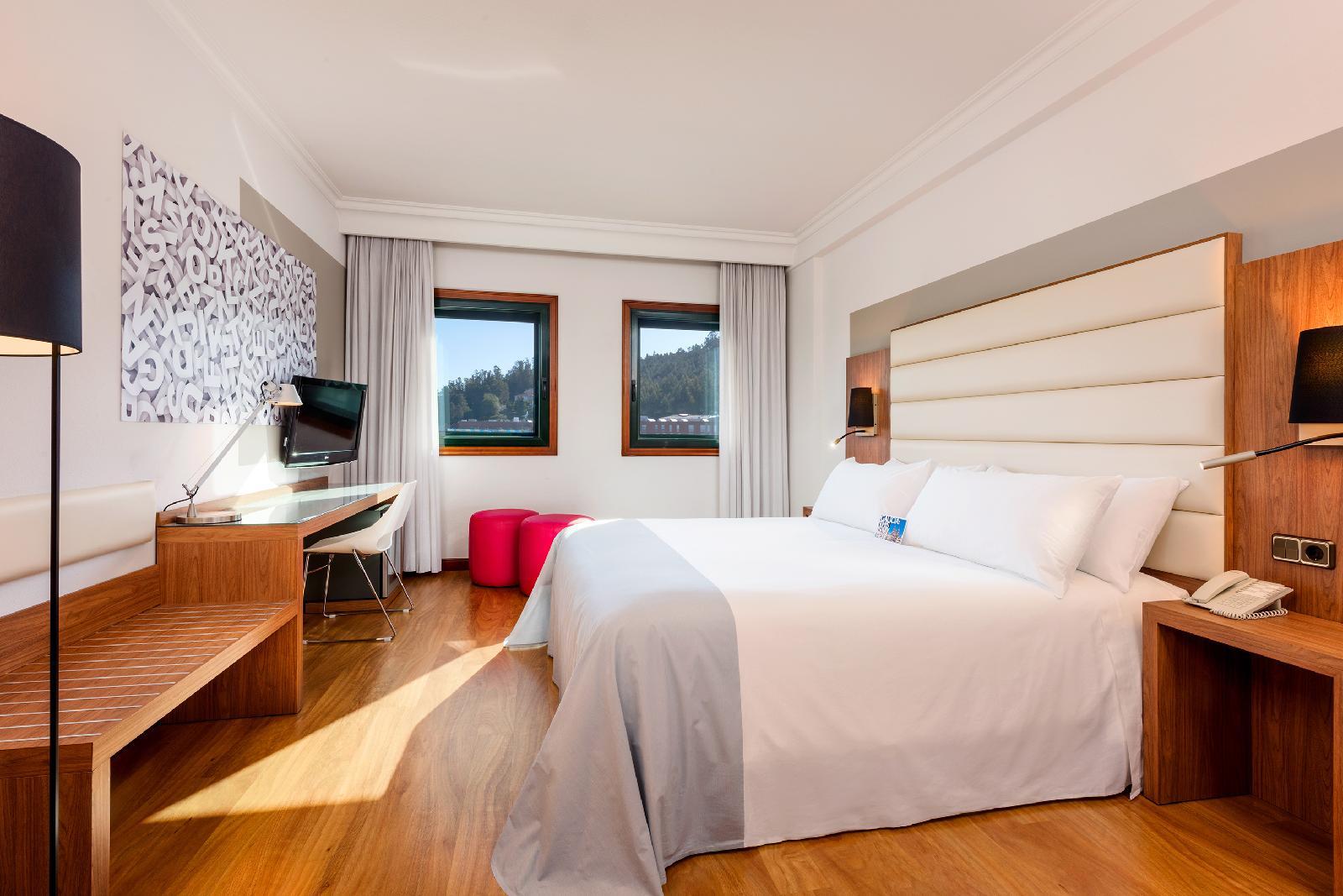 6. Tryp Santiago Hotel