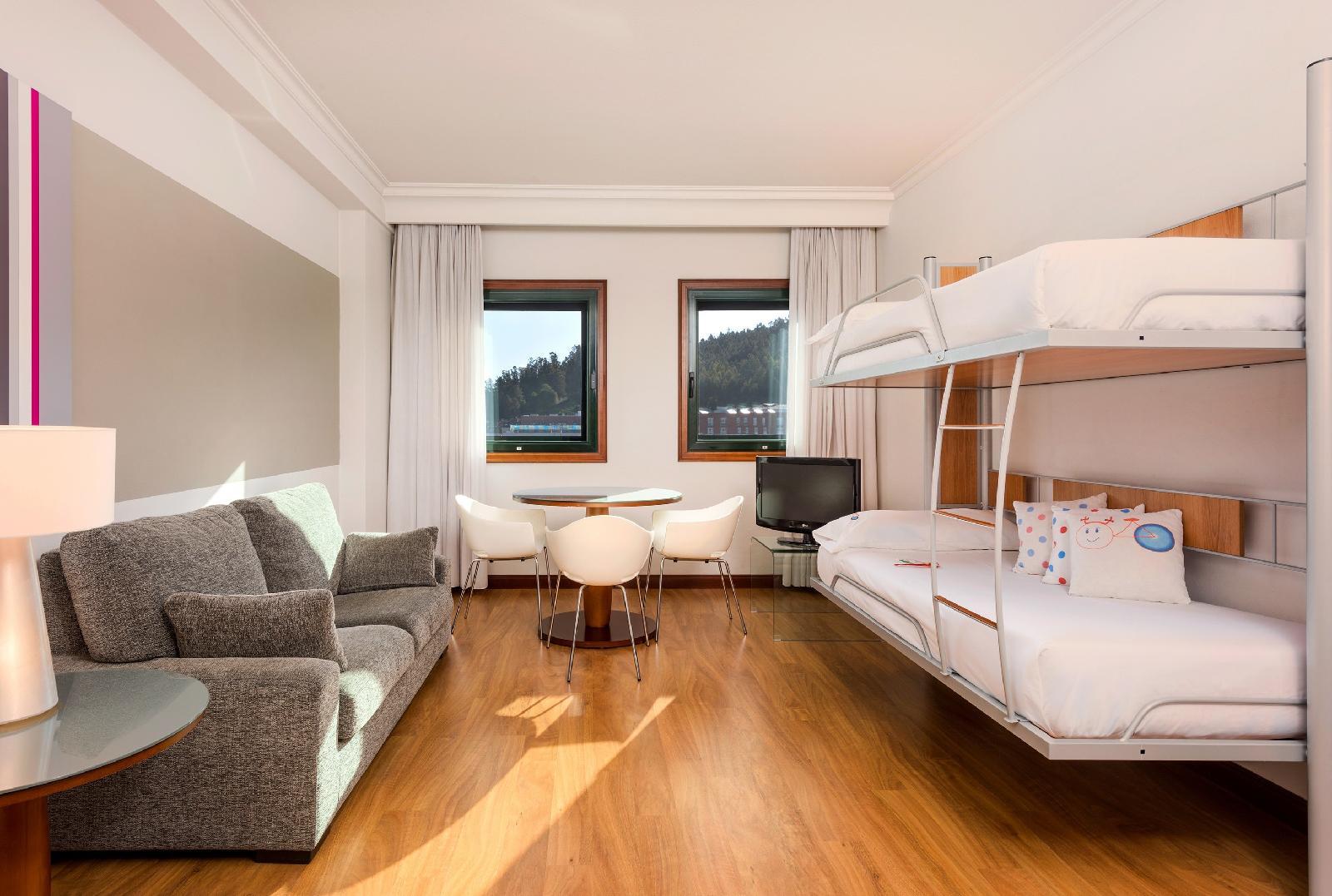 9. Tryp Santiago Hotel