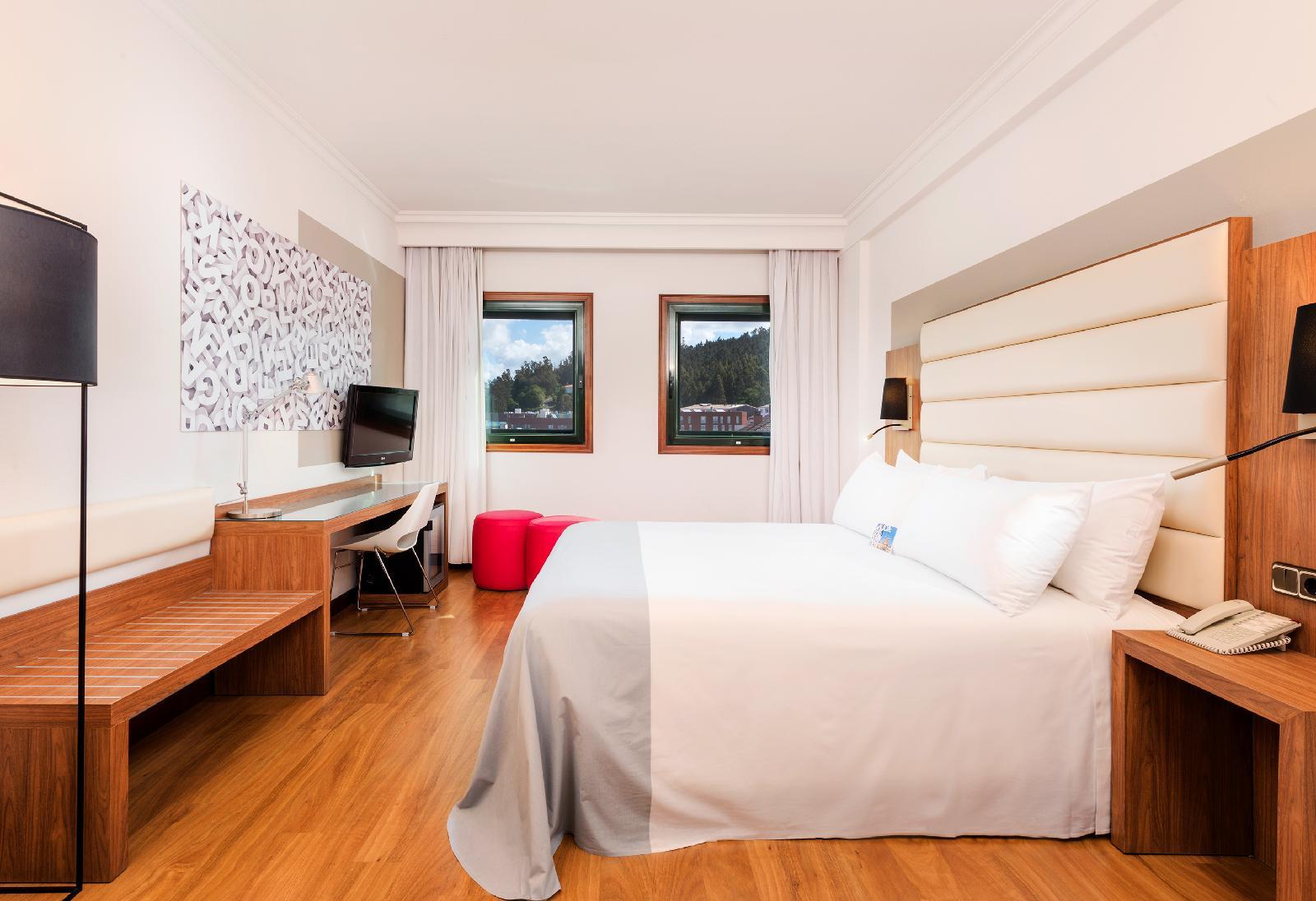 10. Tryp Santiago Hotel