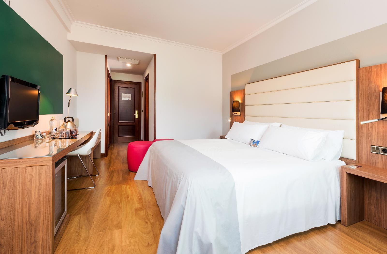 12. Tryp Santiago Hotel