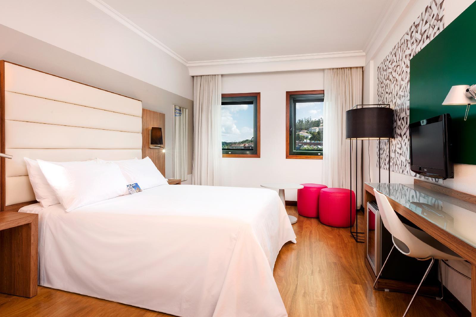 14. Tryp Santiago Hotel