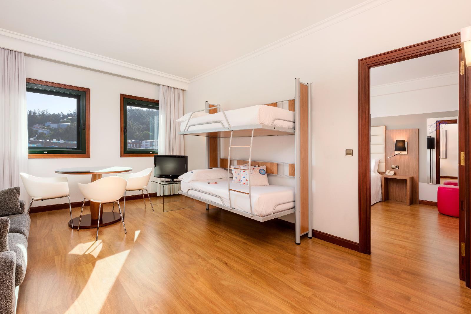 16. Tryp Santiago Hotel